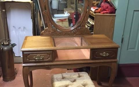 vanity mirror stool