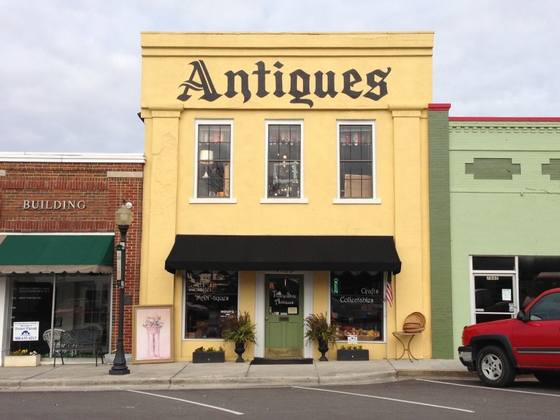 Antiques Vintage Collectibles Crafts Yard-Art